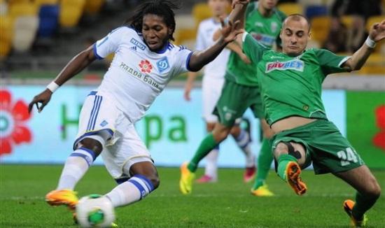Мбокани в матче с Карпатами, Football.ua