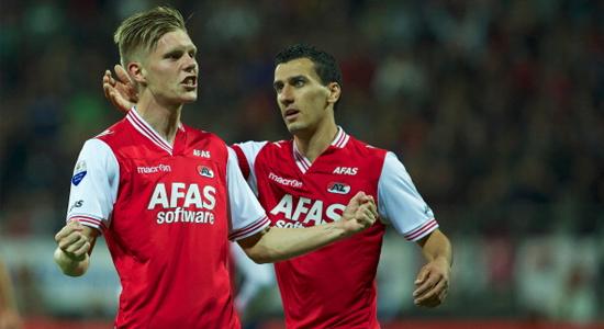 Арон Йоханнссон (слева) забил победный мяч в ворота ПСВ, Getty Images