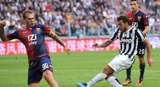 Тевес забил второй гол в ворота Перина. Фото Getty Images