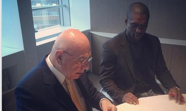 Галлиани и Зеедорф подписали документы, facebook.com/ACMilan