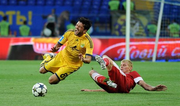 Емельянов против Эдмара. © ДМИТРИЙ НЕЙМЫРОК, Football.ua