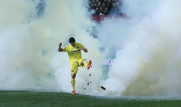 У Хонатана Перейры свой метод борьбы с газовыми шашками, фото lasprovincias.es