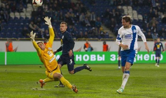 Селезнев забивает Севастополю, фото Станислава Ведмидя, Football.ua