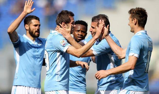 Сенад Лулич (в центре) принимает поздравления, фото corrieredellosport.it