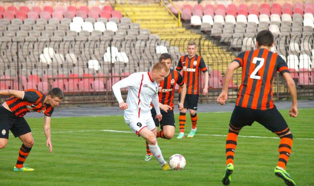 Ильяшов в окружении юных дончан, fcgornyak.dp.ua