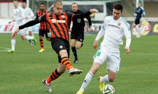 Янузи против Ракицкого, © Олег Дубина, Football.ua