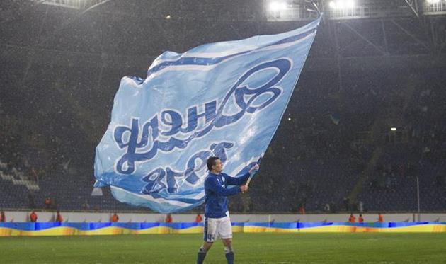 Знаменосец Федецкий, фото Станислава Ведмидя, Football.ua