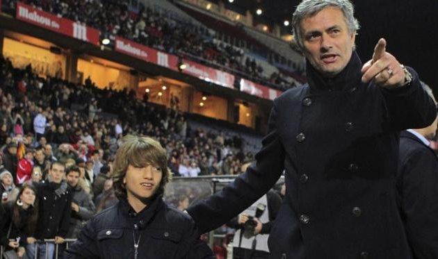 Жозе Моуринью-младший в компании отца, фото Eurosport