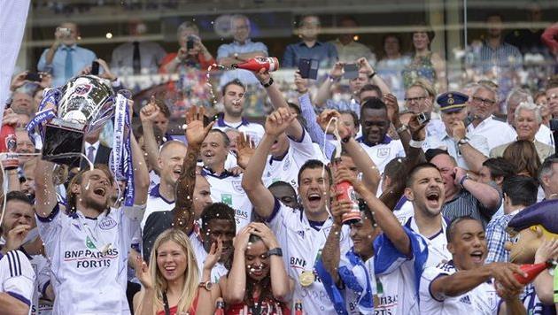 Счастливые игроки Андерлехта, фото uefa.com