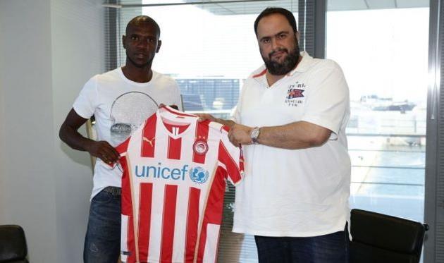 Эрик Абидаль (слева), фото olympiacos.org