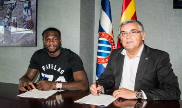 Фелипе Кайседо подписывает контракт, фото www.rcdespanyol.com