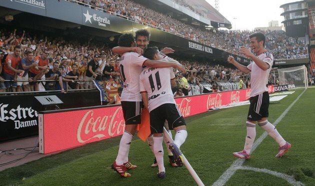 Валенсийцы празднуют второй гол, фото David Gonzalez (Diario As)