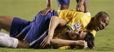 Ночью бразильцы занимались примерно тем же, фото AP