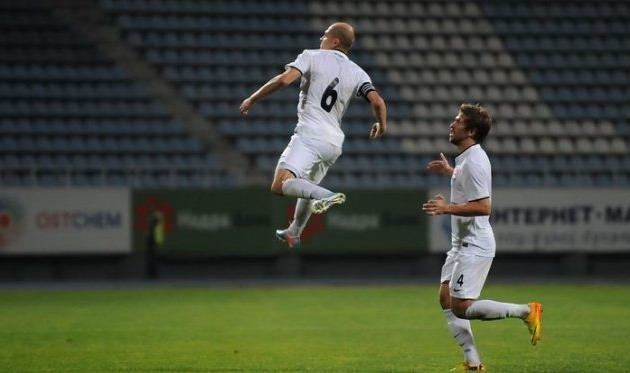 Никита Каменюка (в прыжке), фото И.Хохлова, Football.ua