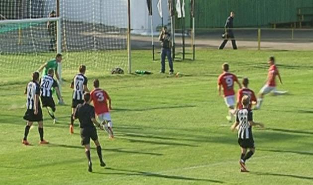 Горняк забивает второй гол, фото football.ua