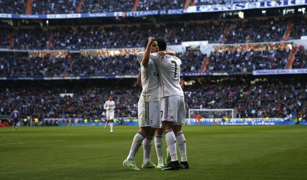 Роналду поздравляет с голом Джеймса, Getty Images