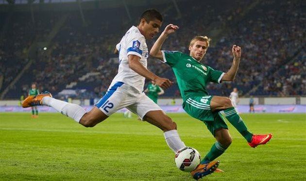 Лео Матос в действии, фото С. Ведмидя, Football.ua