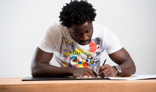 Бони подписывает контракт, mcfc.co.uk