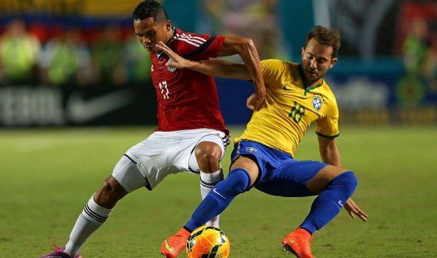 Эвертон Рибейро (справа) сыграл три матча за сборную Бразилии, Getty Images
