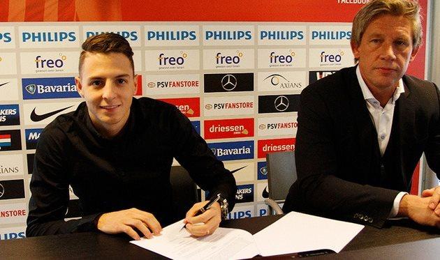 Ариас и спортивный директор ПСВ Марсель Брандс, psv.nl