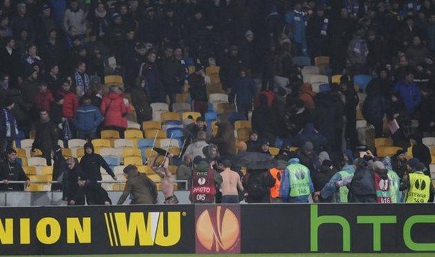 Беспорядки во время матча Динамо - Генгам, фото Ильи Хохлова, Football.ua
