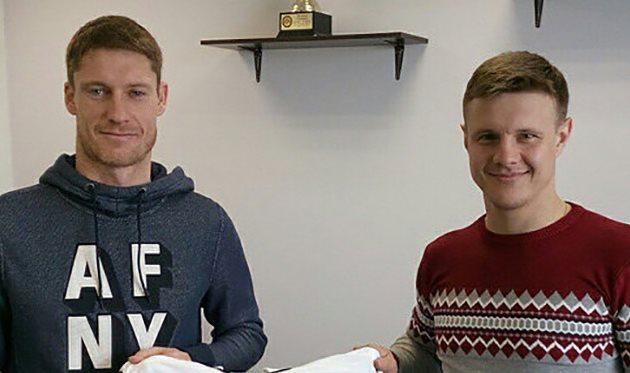 Виталий Лисицкий (слева), фото ФК Колос
