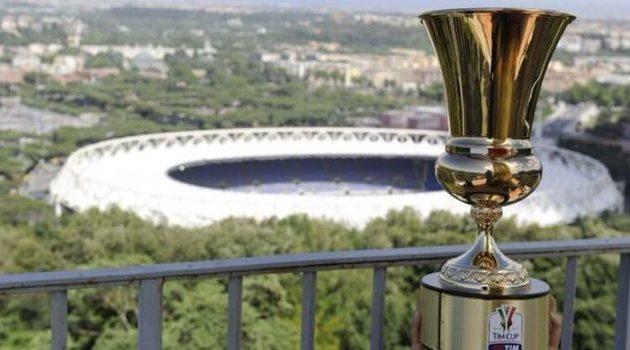 Кубок Италии на фоне римского Стадио Олимпико