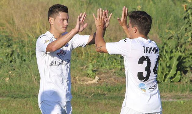 Сергей Шестаков (слева) празднует забитый мяч, olimpik.com.ua