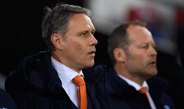 Ван Бастен может покинуть пост помощника основного тренера сборной Нидерландов