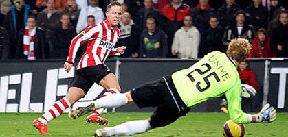 Джуджак упускает шанс забить второй мяч, psv.nl