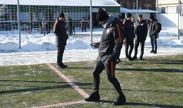 Матч ¼ Кубка Украины «Полтава»— «Шахтер» отменили из-за ледяного поля