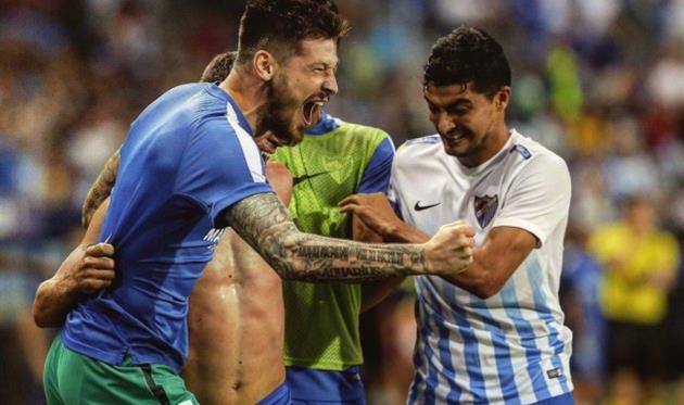 Вратарь сборной Украины пропустил два мяча вматче заиспанский клуб