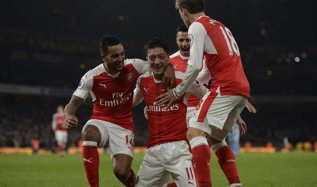 Арсенал выходит на первое место