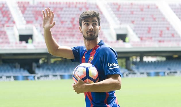 «Барселона» разгромила «Эспаньол» вкаталонском дерби на«Ноу Камп»