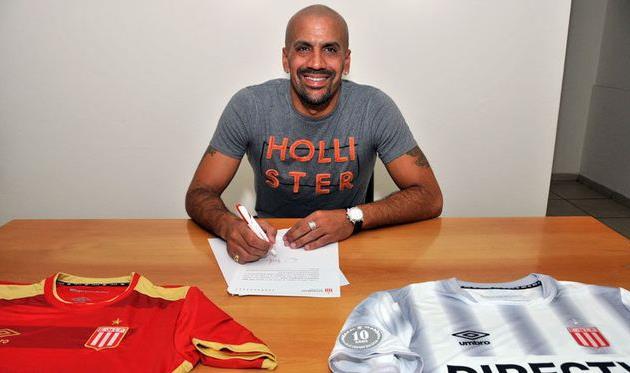 Верон возобновил карьеру игрока истал футболистом «Эстудиантеса»
