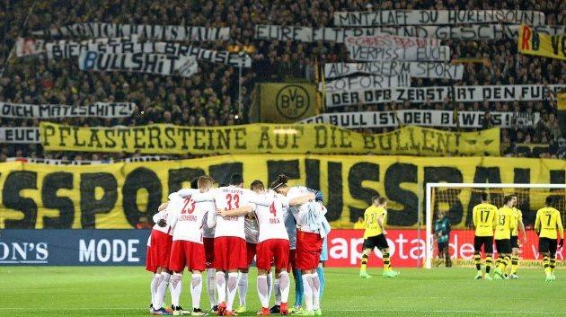 Фанаты «Боруссии» напали наболельщиков «Лейпцига», включая женщин идетей
