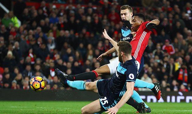 «Манчестер Юнайтед» добыл шестисотую победу вПремьер-лиге