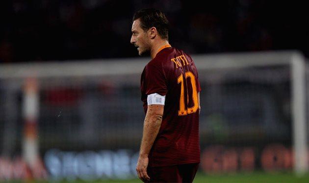 ВРоме хотят, чтобы Тотти завершил карьеру вконце сезона