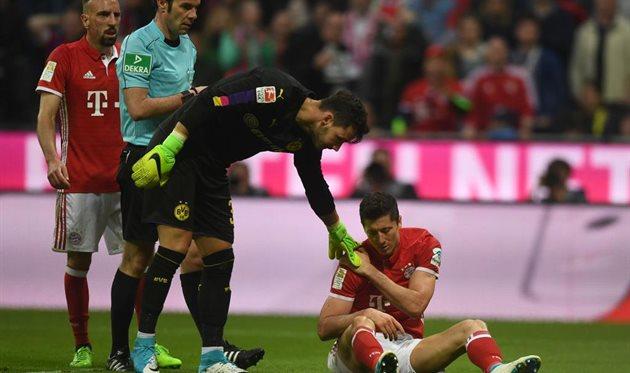 Левандовски получил травму в матче с Боруссией, Getty Images