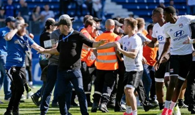 Лион вновь пострадал из-за действий фанатов, ФК Лион
