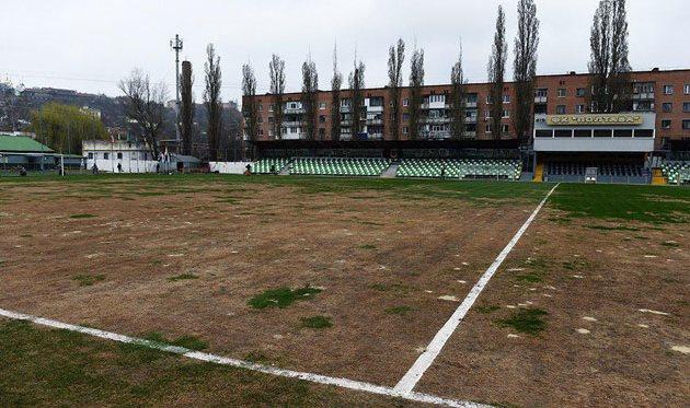 Скандальный газон домашнего стадиона Полтавы, ФК Шахтер