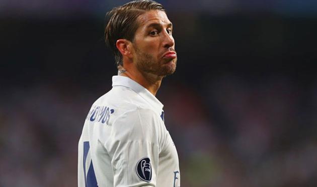 УЕФА ненакажет Рамоса заудар локтем Эрнандеса