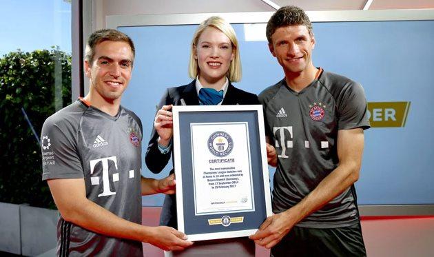 Филипп Лам и Томас Мюллер получили сертификат, fcbayern.com