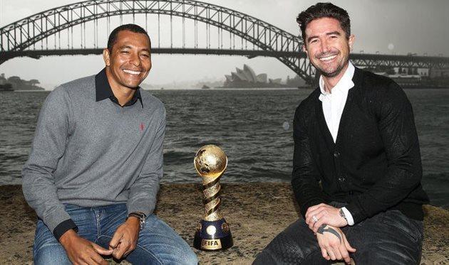 Жилберто Силва и Гарри Кьюэлл с трофеем Кубка Конфедераций, Getty images