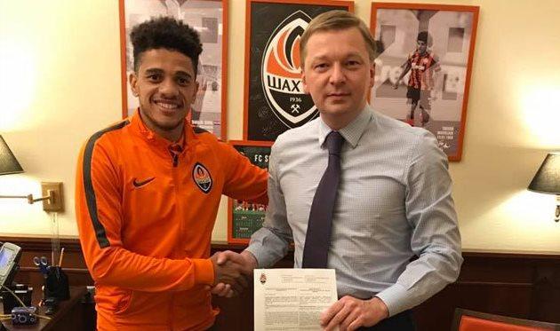 Полузащитник Тайсон подписал новый договор счемпионом Украинского государства пофутболу «Шахтером»