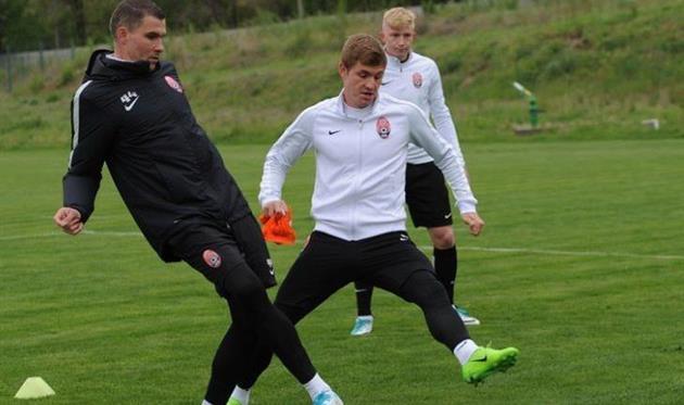 Чечер (слева) на тренировке, vk.com/zoryaluhansk