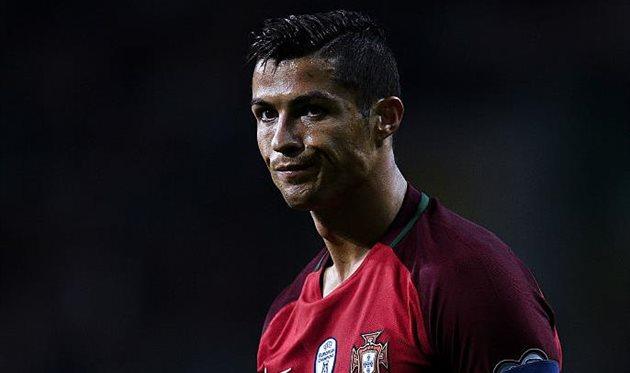 Португальский футболист Криштиану Роналду стал отцом близнецов