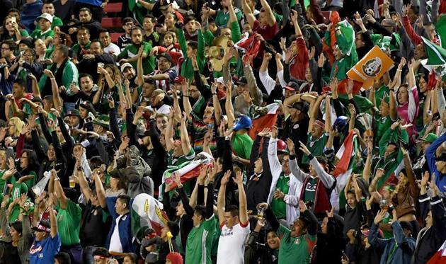 Федерацию футбола Мексики отчитали загомофобские выходки фанатов