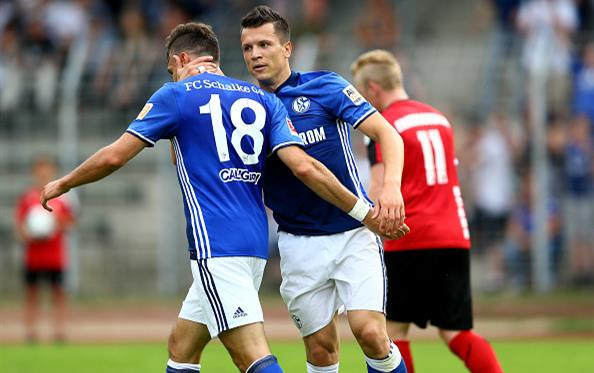 Коноплянка забивает два гола за13 мин. вспарринге Шальке