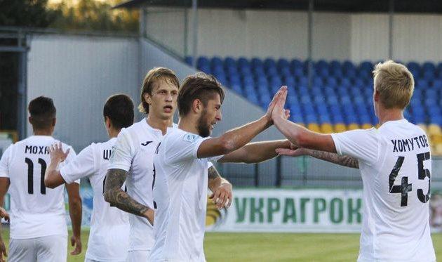 Команда Санжара празднует забитый гол, ФК Олимпик